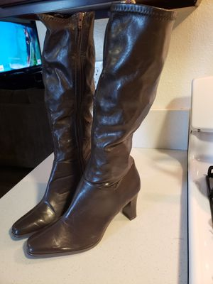 BROWN BOOTS SIZE 9 1 /2 for Sale in San Diego, CA