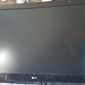 """42"""" LG TV with Remote for Sale in Garland, TX"""