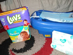 Diapers, wipes, and infant/toddler tub for Sale in Hampton, VA