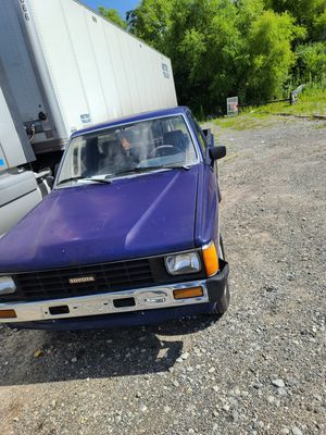 86 Toyota pickup clean title for Sale in Stone Mountain, GA