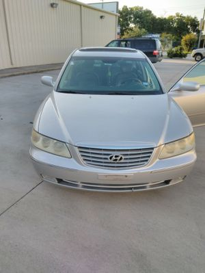 2006 hyundai Azera This car runs and drives like new,super smooth engine and transmission Leather seats interior Very cold AC Garaunteed not flooded for Sale in Richmond, TX