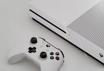 Xbox One S 1TB - Used Pre-Owned for Sale in Springfield,  VA