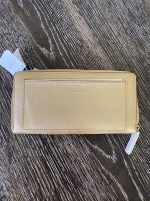 Brand New**Coach Gold Darcy Accordion Zip Wallet for Sale in Las Vegas, NV