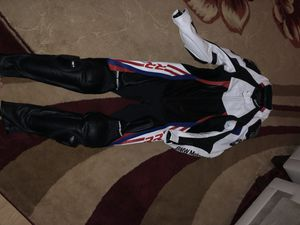BMW WHITE AND BLACK MOTORBIKE / MOTORCYCLE RACING LEATHER SUIT FULL PROTECTION for Sale in Vineland, NJ