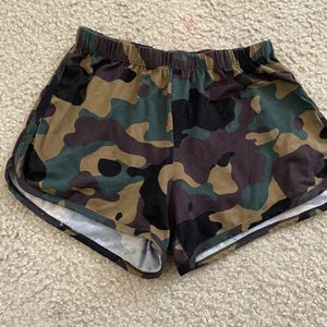 Lovely Bubbly Size Medium Camo Shorts for Sale in Chula Vista, CA