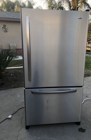 Refrigerator works perfectly fine for Sale in Fresno, CA