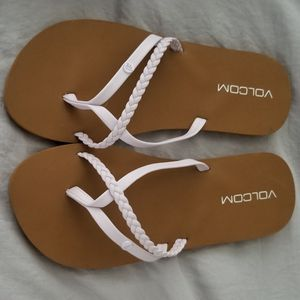Girls size 5 Volcom Sandals for Sale in Odessa, TX