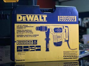 DEWALT CORDED 1-9/16in SDS MAX COMBINATION HAMMER KIT for Sale in Turlock, CA