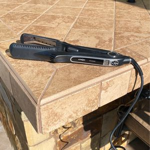 Croc Titanium Classic Flat Iron, Barely Used! for Sale in CA, US