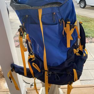 The North Face hiking L/XL Backpack for Sale in Thornton, CO