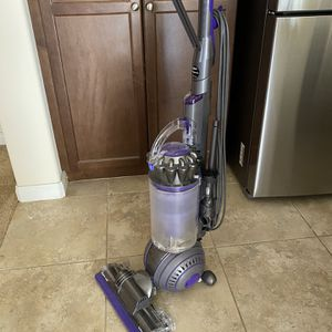 Dyson animal 2 Vacuum for Sale in Bakersfield, CA
