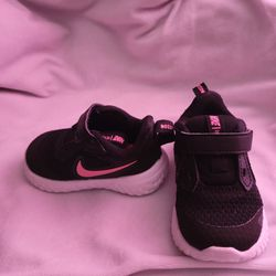 Nike Baby Girl Shoes for Sale in Arrowhed Farm, CA