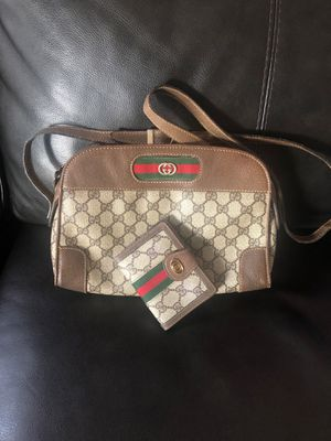 Authentic Gucci cross body purse with wallet for Sale in Hayward, CA