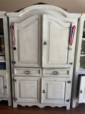 Entertainment center farm style with two side book cases for Sale in Riverview, FL