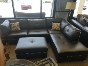 3 PC sectional with an ottoman 🎈🎈🎈 for Sale in Fresno, CA