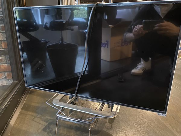 32in Vizio TV - Great Picture Quality, Built in Apps