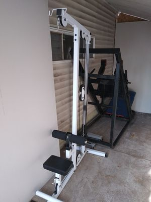 Body solid lat pull down for Sale in Elmhurst, IL