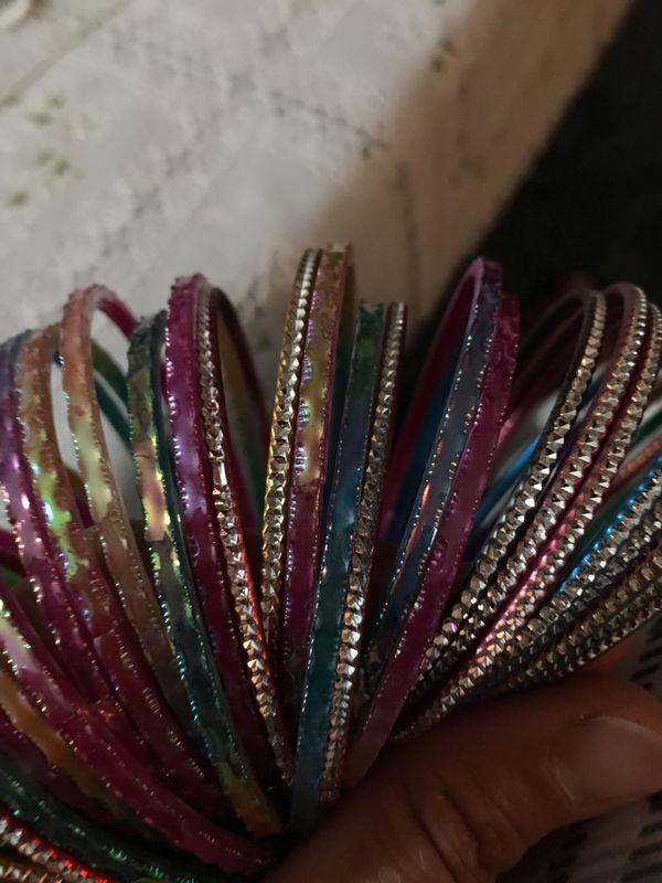 Multi colors bangles women or girls 7 sizes.