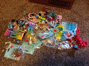 Assorted jewelry 10/1.00 for Sale in Holdrege, NE