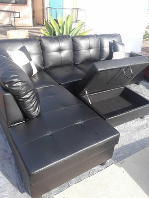Sofa seccional disponible for Sale in Los Angeles, CA