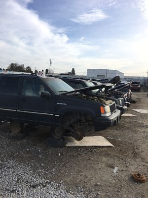 Fresh Set Row of various Jeeps OEM Parts for Sale in Fresno, CA