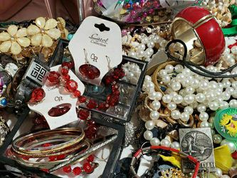 Large JEWELRY LOT 15.00, Lot1 for Sale in Sammamish,  WA