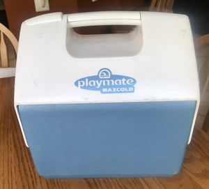 Igloo Playmate Maxcold Small Cooler for Sale in Orlando, FL