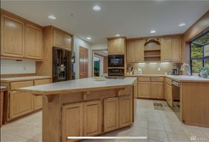 Sale pending: Oak kitchen cabinets for Sale in Issaquah, WA