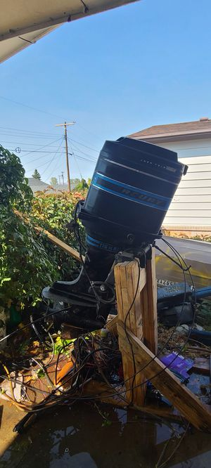Excellent 115 hp mercury outboard 6 cylinder 2 stroke. for Sale in Tooele, UT