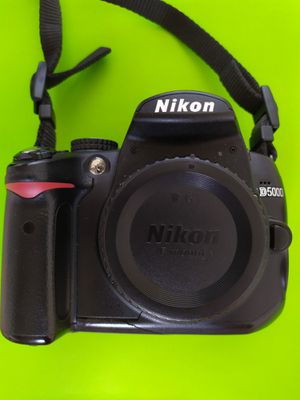 Nikon D D5000 12.3MP Digital SLR Camera - Body, batteries, charger, case, book for Sale in Las Vegas, NV