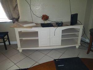 Cream colored tv stand for Sale in Milton, FL