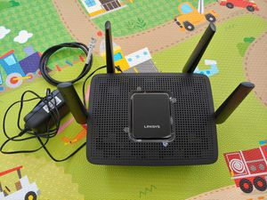 Linksys MR8300 Mesh WiFi Router, AC2200, MU-MIMO for Sale in Gardena, CA
