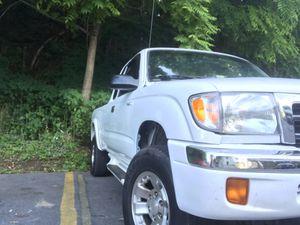 Cambio toyota tacoma por un sedan corolla for Sale in Richmond, VA
