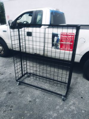 Free Clothing Rack for Sale in Hollywood, FL