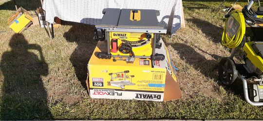 60v battery dewalt table saw with charger and battery for Sale in Atwater, CA