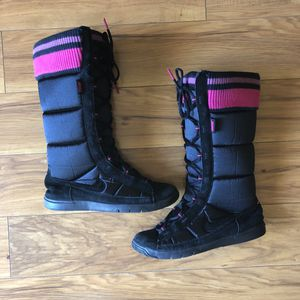 Nike Winter Hi 2 Boots Snow PufferSz 7.5 for Sale in Santee, CA