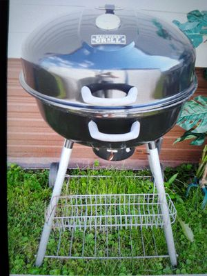 Huge grill w temp gauge for Sale in Chicago Ridge, IL