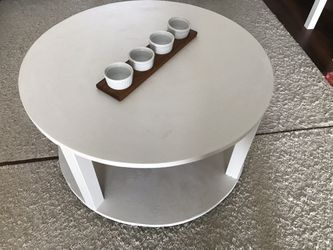 farmhouse white circle coffee table for Sale in Rolling Meadows,  IL