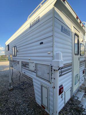 1999 Lance Lite 825 Truck Camper for Sale in Katy, TX