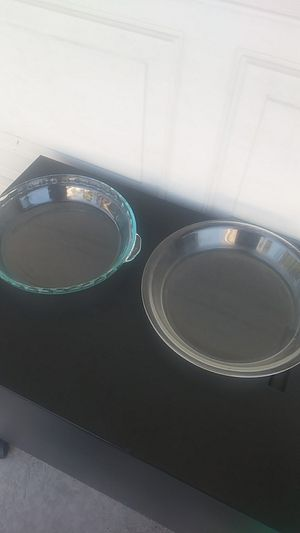 VINTAGE PYREX CLEAR PIE PANS (Pre 1980) 9.5 fluted--10 in. round for Sale in Long Beach, CA