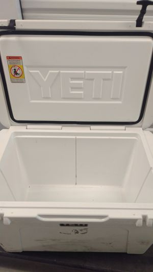 Yeti tundra 105 cooler with t-shirt and hat for Sale in Austin, TX