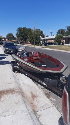 Sprint pro 265 boat 85 evinrude outboard motor. for Sale in Denver, CO
