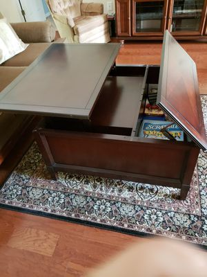 Lift coffee table for Sale in Tampa, FL