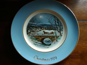 Avon Vintage Christmas Plate 1979 Dashing Through The Snow for Sale in Hopewell Junction, NY