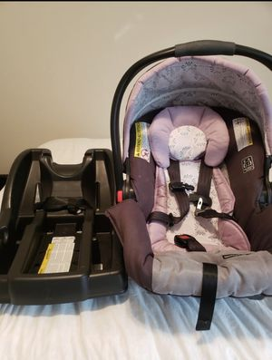 infant car seat with base for Sale in Riverview, FL