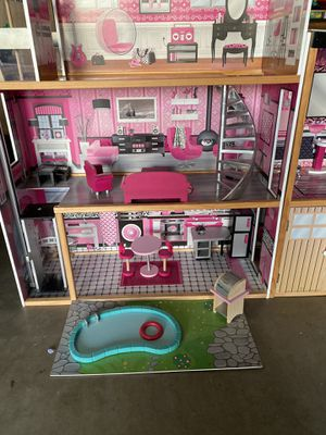 Doll house with furniture for Sale in Scottsdale, AZ