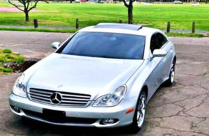 2006CLS 500 - Remote controlled truck opener for Sale in New York, NY