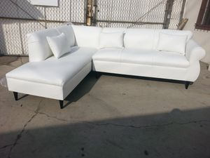 NEW 7X9FT WHITE LEATHER SECTIONAL CHAISE for Sale in Las Vegas, NV