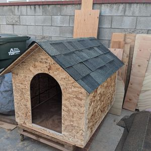 Large Dog house 1 Only First Come First Serve. for Sale in West Covina, CA