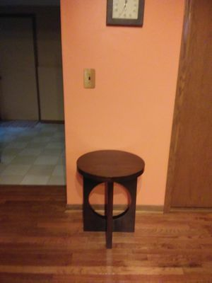 Circular end table. Pick up and cash only. for Sale in Lockport, IL